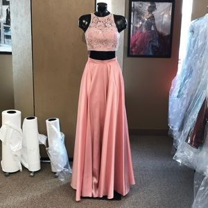 Sherri Hill blush size 2 prom dress